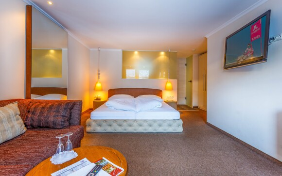 Budete ubytovaní v priestranných a komfortných izbách