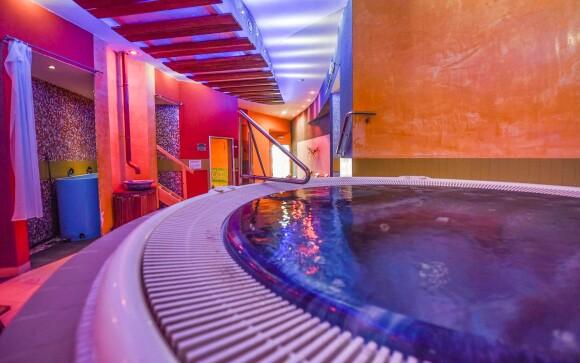 Součástí wellness je i vířivka, 3 druhy saun či ledopád