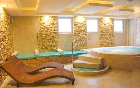 Užijte si privátní wellness s vířivkou a finskou saunou