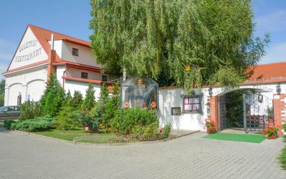 Hotel Golden Golem v bývalej poľnohospodárskej usadlosti