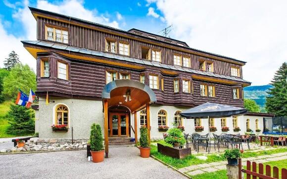 Hotel se nachází uprostřed přírody