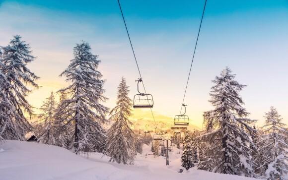 Hotel je obklopen ski areály