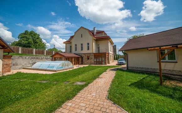 Bungalovy a zahrada s bazénem, Hostinec U Rybníka u Jičína