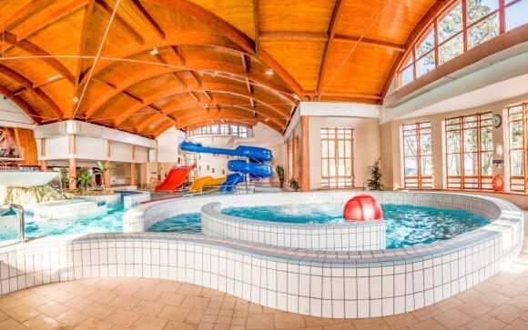 Bazén, termálne kúpele Zsóry, Mezőkövesd, Maďarsko