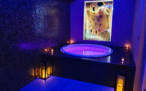 Vířivka s Klimtovým Polibkem je skvělý zážitek