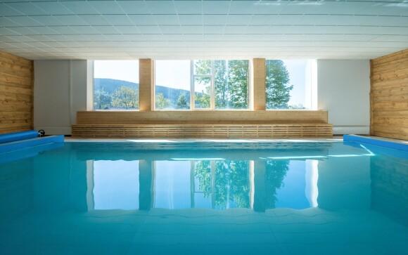 Vyhřívaný krytý bazén pro hotelové hosty bez omezení