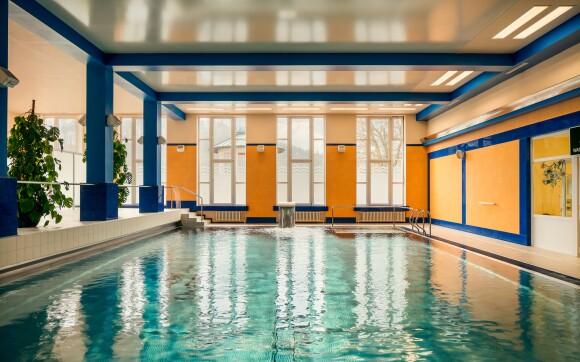 Součástí hotelu je krytý bazén