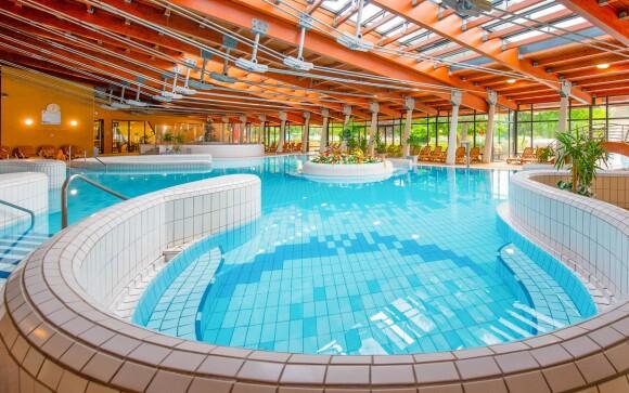 Vnútorné bazény, Várkertfürdő Pápai Gyógy- és Termálfürdő