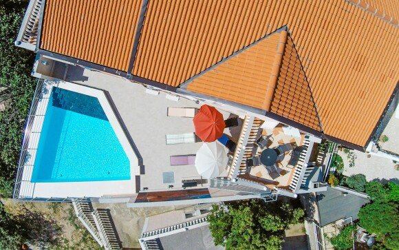 Venkovní bazén, Apartmány Kathy, Chorvatsko