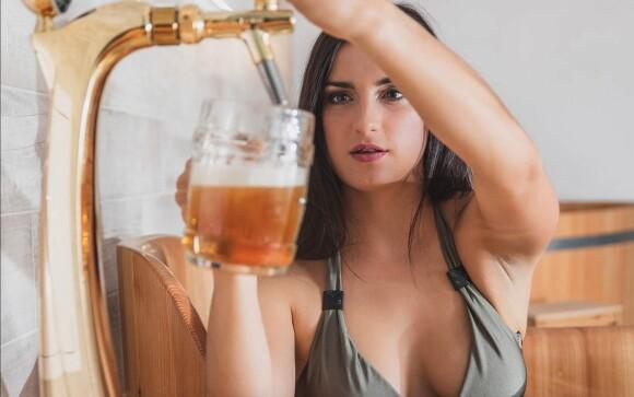 Užijte si pivní koupel v dřevěné kádi