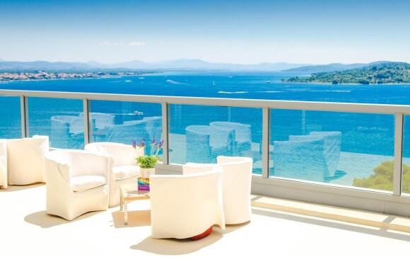 Sky bar s výhľadom na more, Hotel Punta ****, Chorvátsko