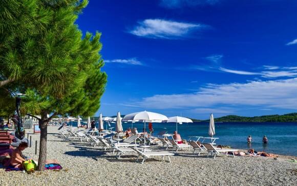Vodice je mesto s krásnymi plážami, Chorvátsko