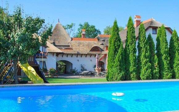 Hosté se mohou těšit na neomezený vstup do bazénu přímo u penzionu