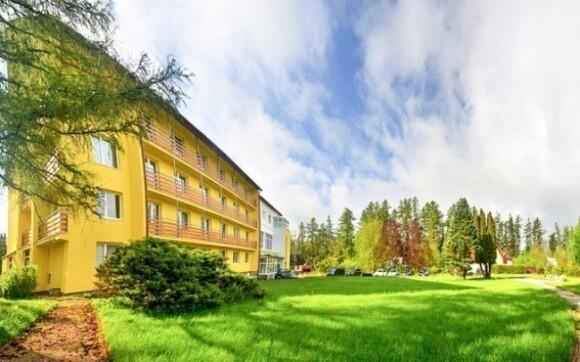 Nově zrekonstruovaný hotel Lesana***, z něhož je výhled na Lomnický štít