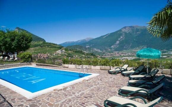 Z bazénu se Vám nabízí krásný výhled na okolní krajinu