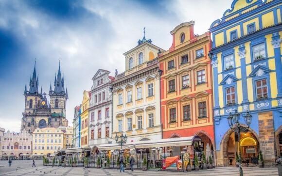 Staroměstské náměstí s Orlojem je jedna z nejoblíbenějších památek