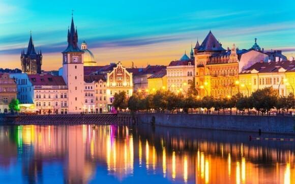 Noční Praha nabízí nejen kulturní vyžití, ale také romantickou atmosféru