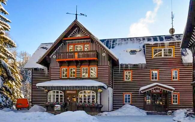 48% Špindlerův Mlýn: Zima u ski areálů v Hotelu Tři…