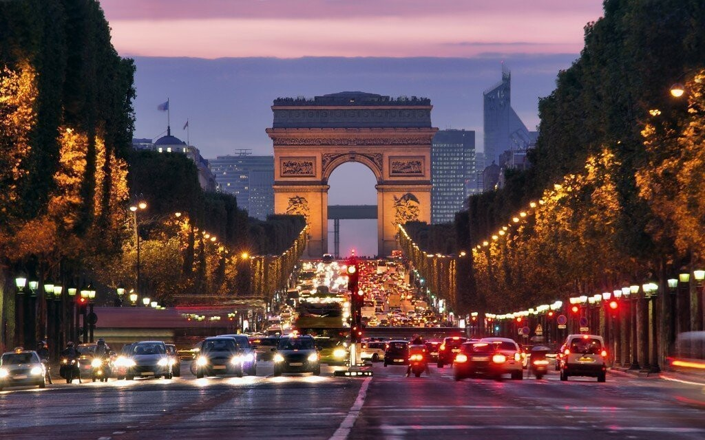 Jedným zo symbolov Paríža je aj Víťazný oblúk