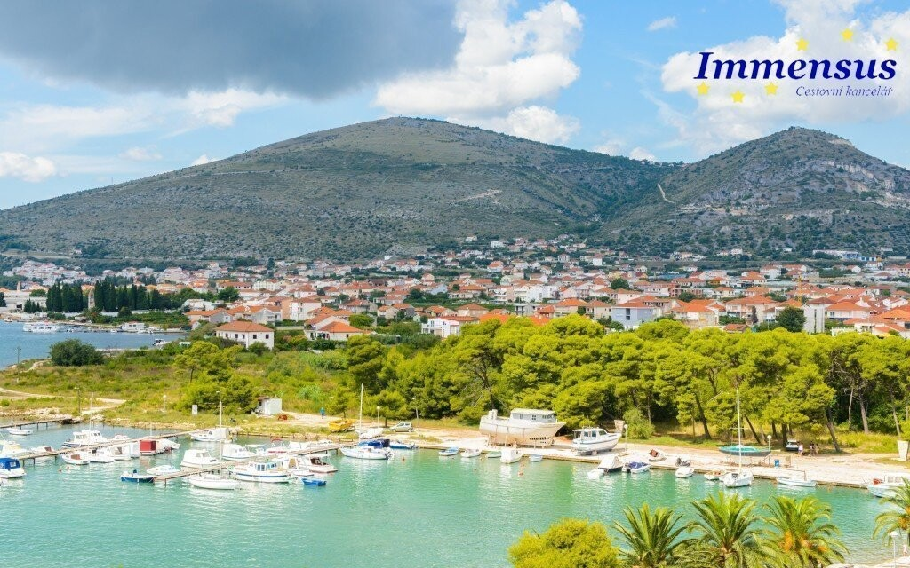 Trogir je mesto uprostred prírody