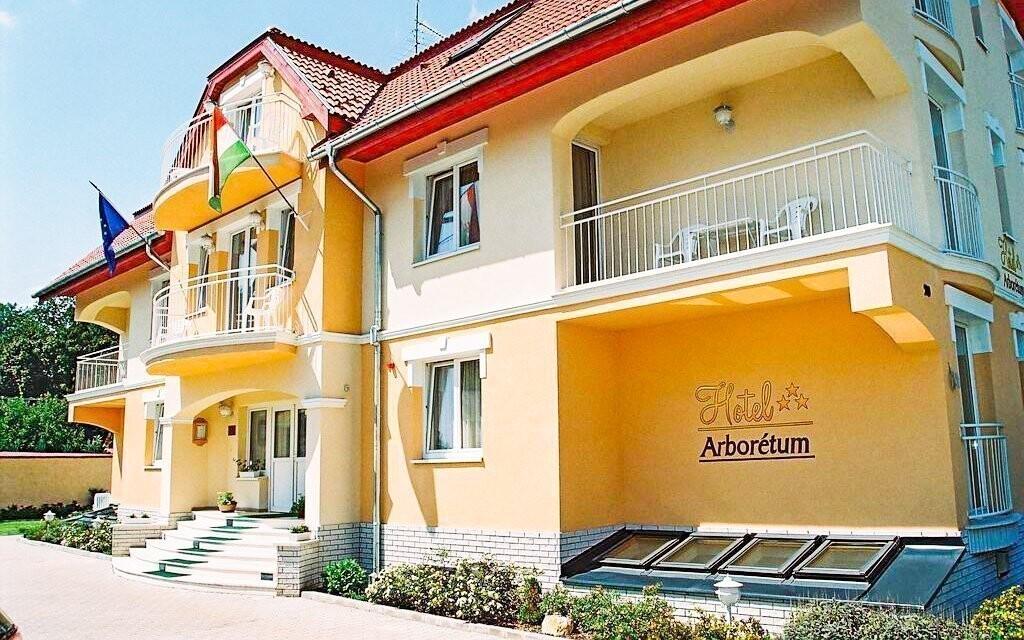 Ubytujte se v Hotelu Arborétum *** jen 10 minut od lázní