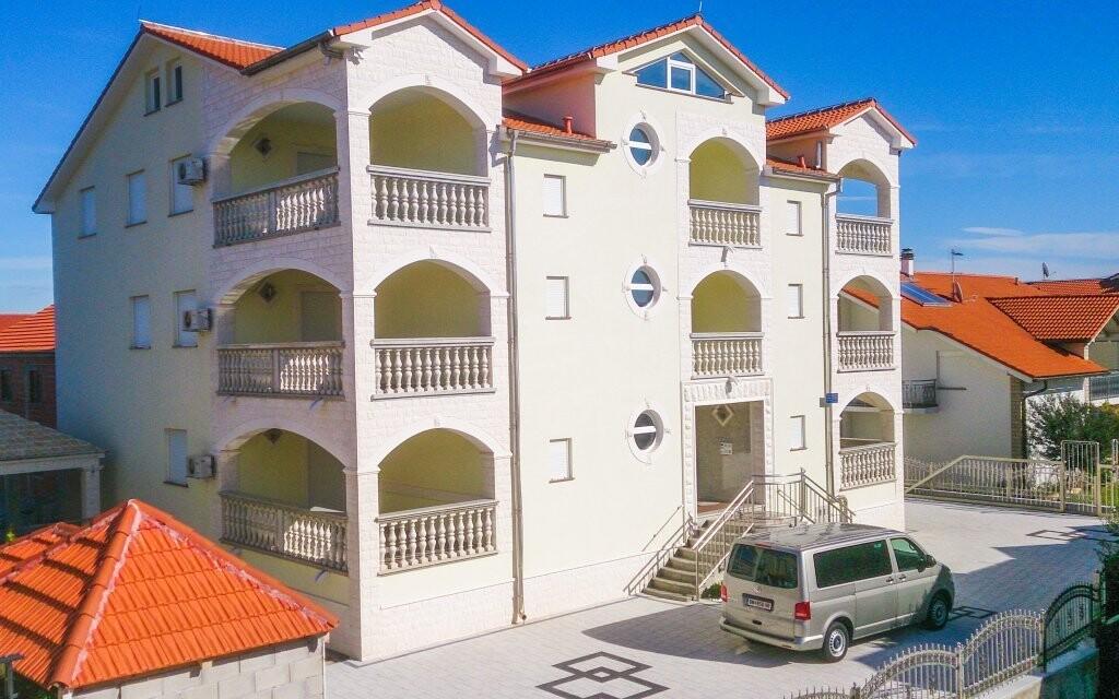 Apartmány Vlado stoja len 350 metrov od pláže