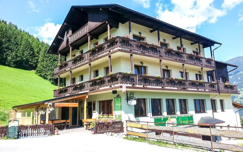 Pension Gemshorn *** leží v Zillertalském údolí