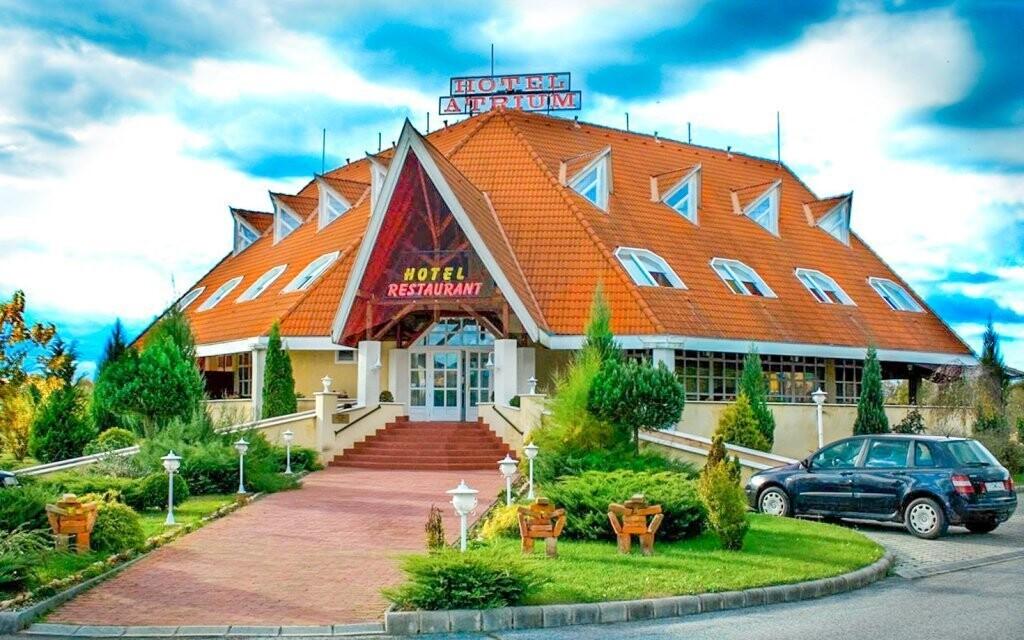 Ubytovaní budete v krásnom hoteli Gastland Átrium