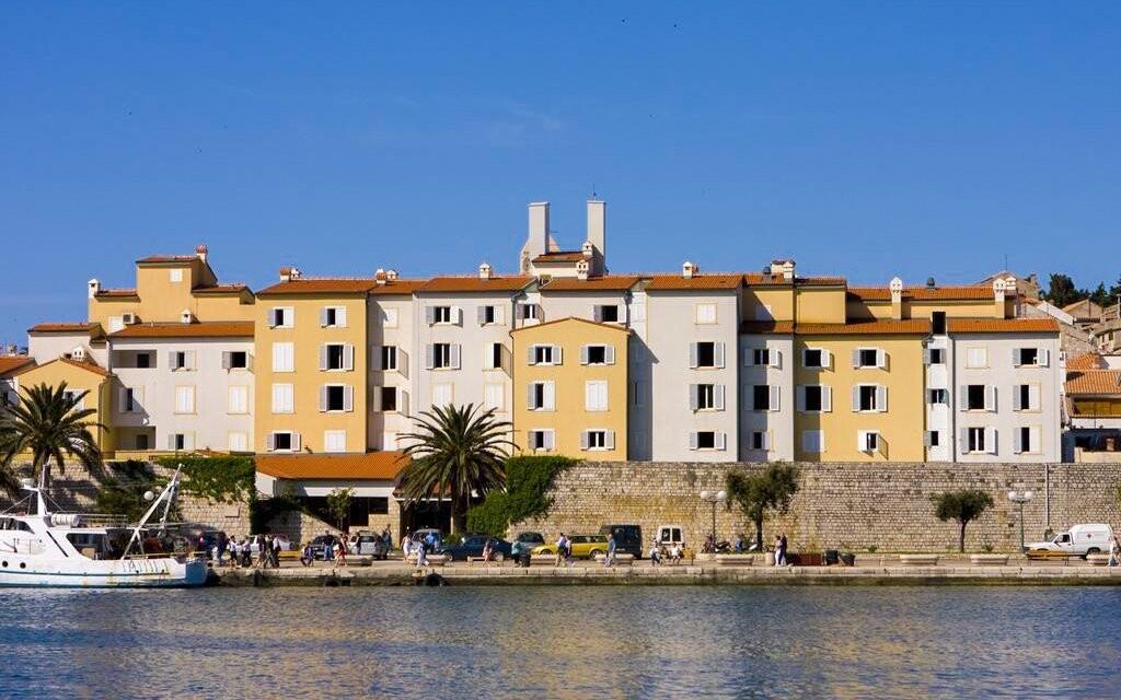 Hotel International *** pri prístave v meste Rab, Chorvátsko