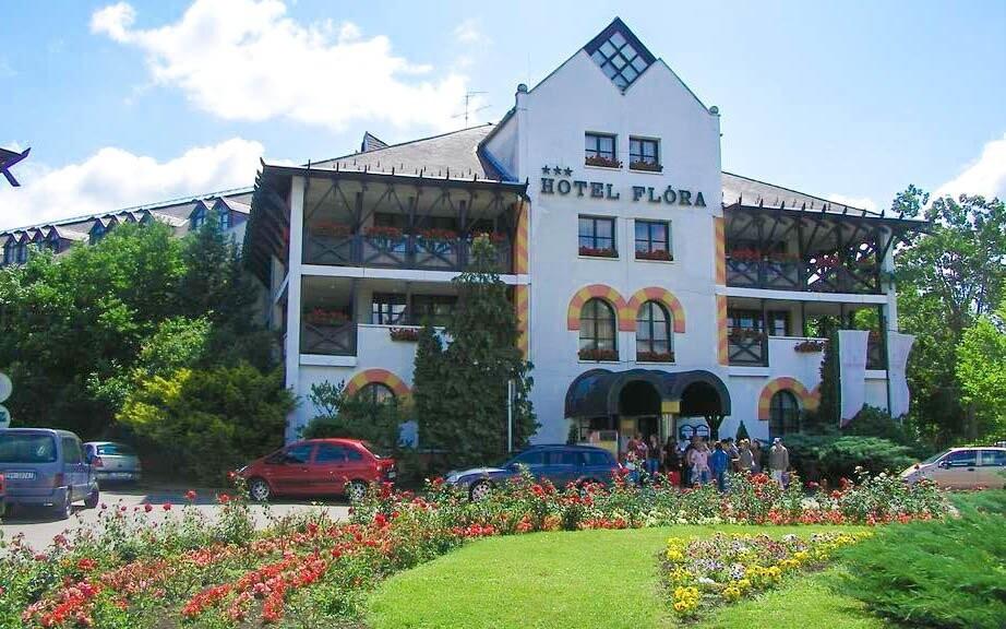 Hunguest Hotel Flóra leží hneď vedľa termálnych prameňov