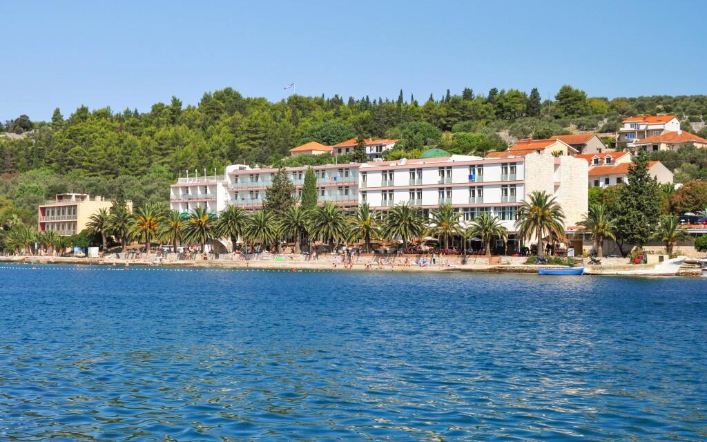 Hotel Posejdon *** leží priamo na pláži