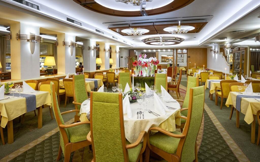 Restaurace, Hotel Eroplán ****, Rožnov pod Radhoštěm