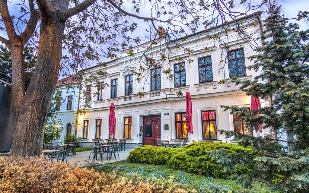 Hotel v anglickom štýle, Hotel Drnholec ***, južná Morava