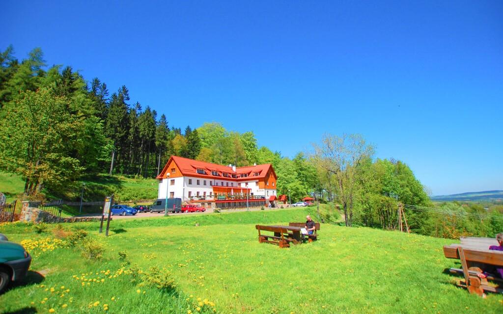 Ewa Medical & SPA leží v obklopení krásného a tichého lesa
