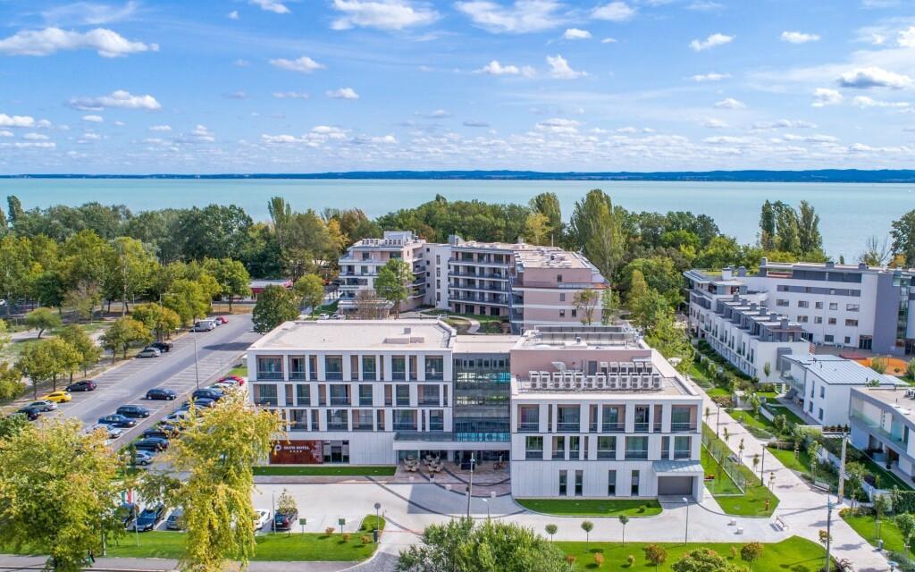 K jezeru Balaton to máte jen 4 minuty pěšky
