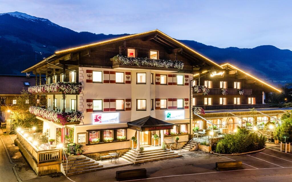 Hotel Standlhof *** v obklopení rakúskych Álp