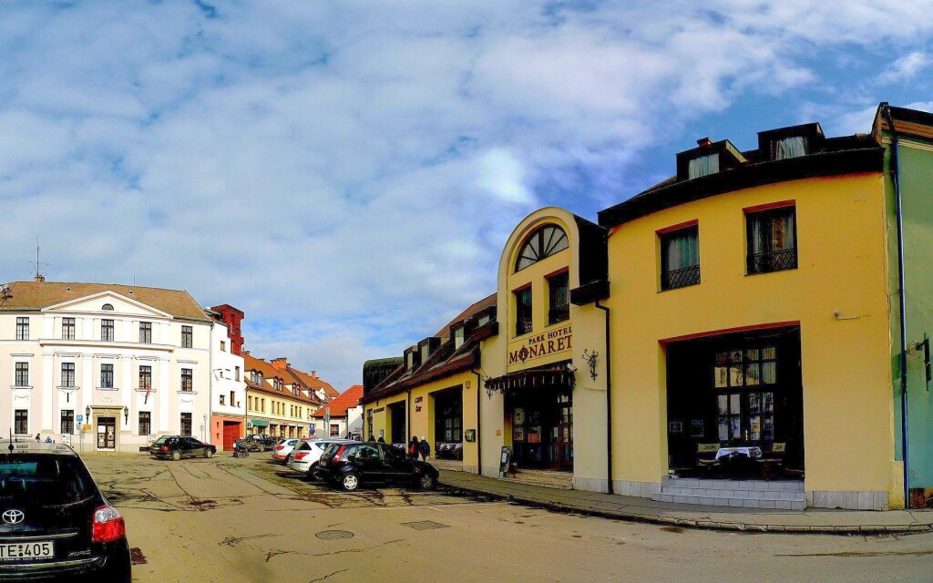 A Park Hotel Minaret épülete Egerben található