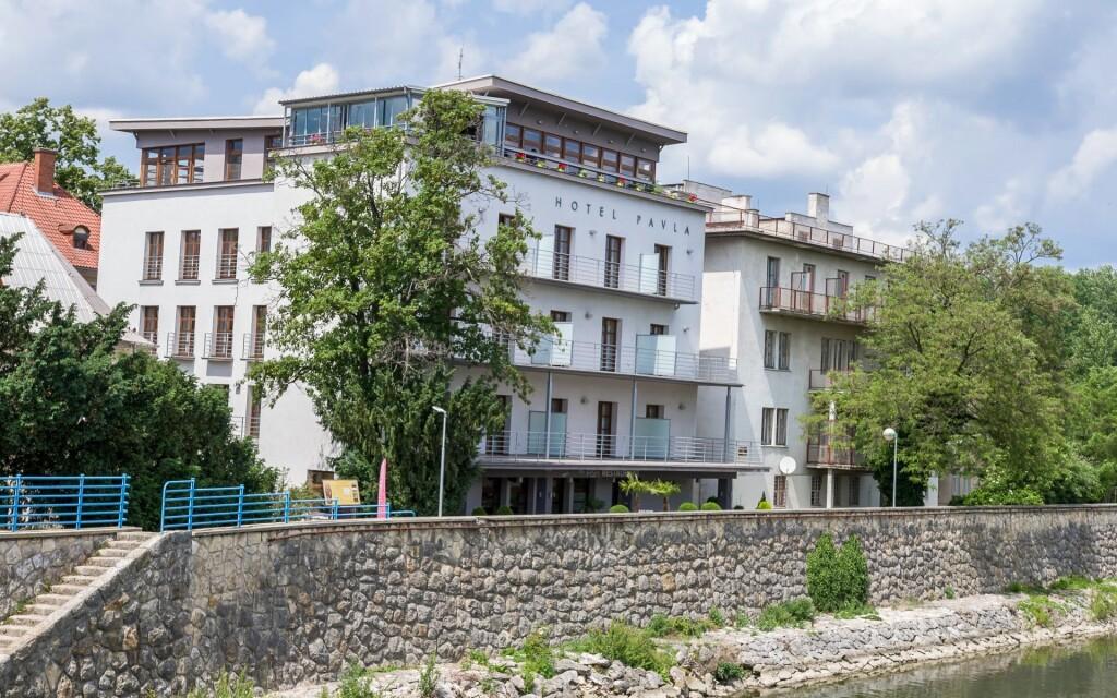 Hotel Pavla **** na nábřeží Váhu v centru Piešťan