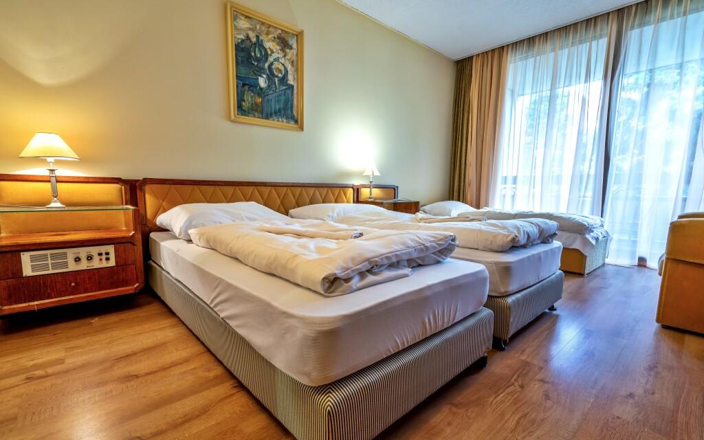 Jól felszerelt szállodai szobák
