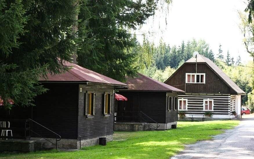 Ubytujte sa v chatovom areáli Zděřina uprostred prírody