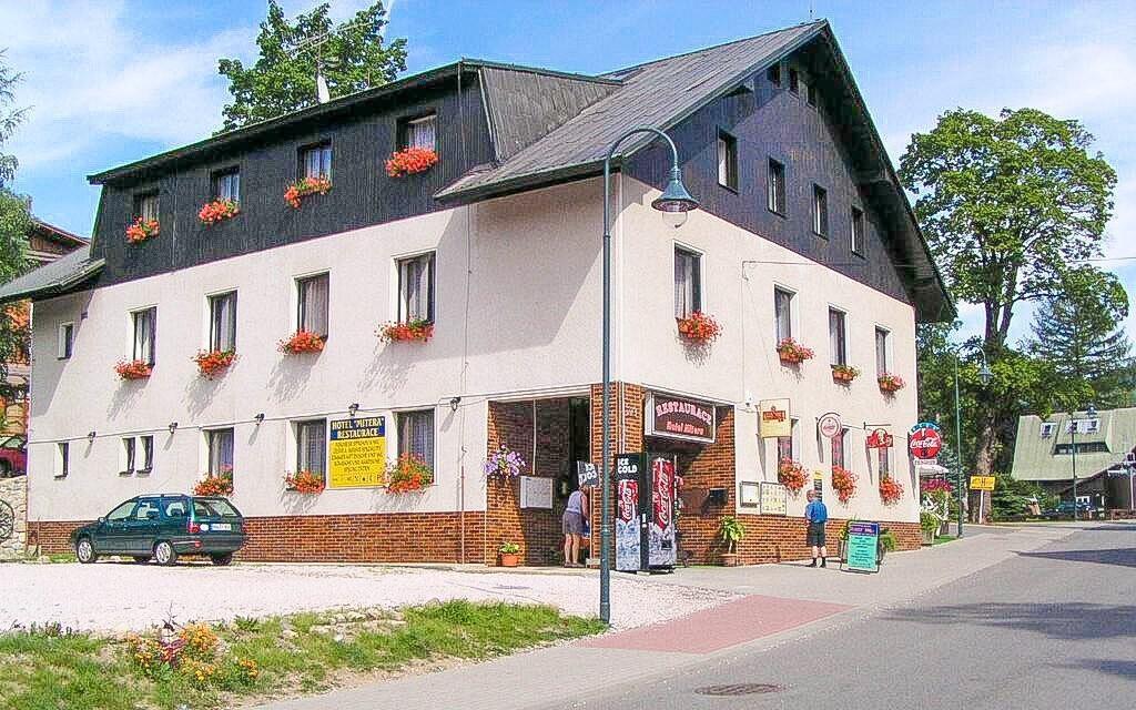 Hotel Anna *** leží v centru Harrachova, Krkonoše