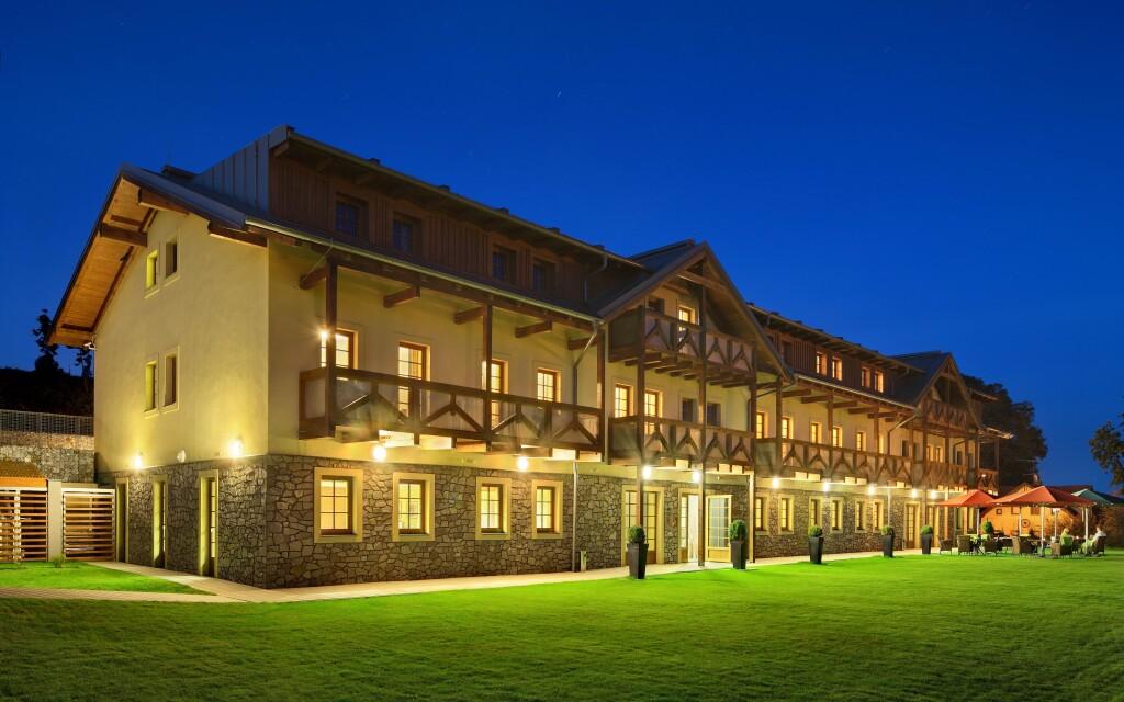Hotelu Resort Relax **** u Lipna s vlastní pláží, Šumava