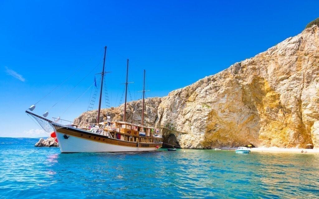 Súčasťou balíčka je 2-hodinový jazda turistickou loďou