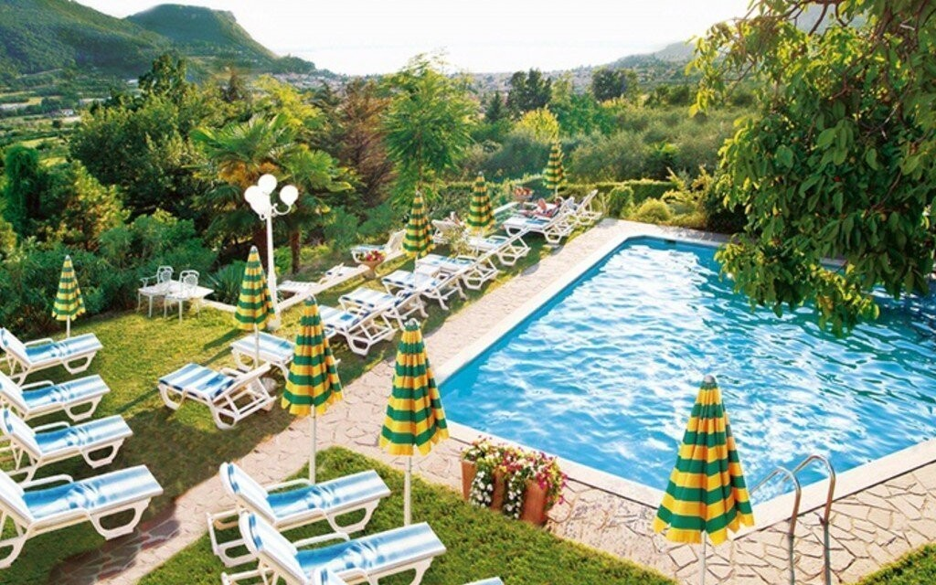 Využite celodenný vstup do vonkajšieho bazéna