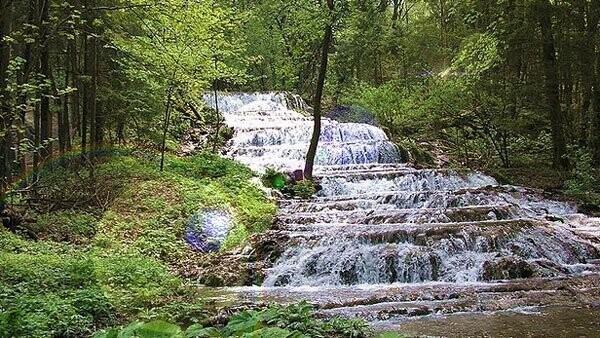 Údolí řeky Szalajky s vodopád