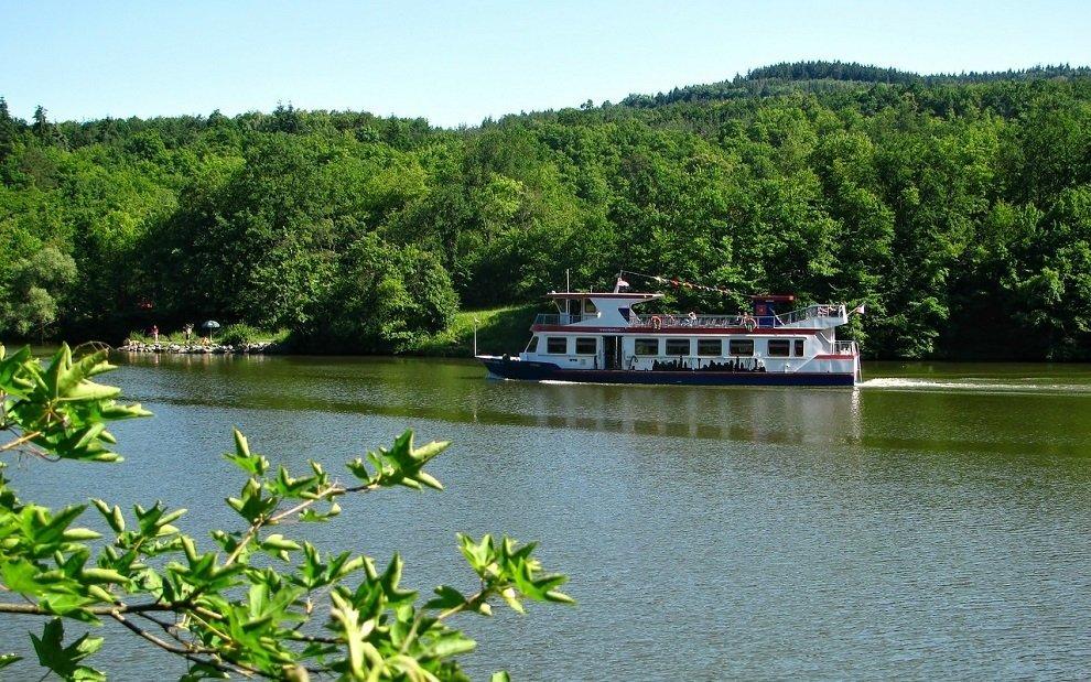 Brněnská přehrada v létě