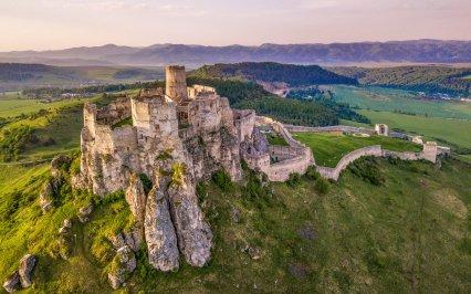 Objevte to NEJ ze Slovenska: 9 + 1 nejkouzelnějších hradů, ve kterých se psaly dějiny