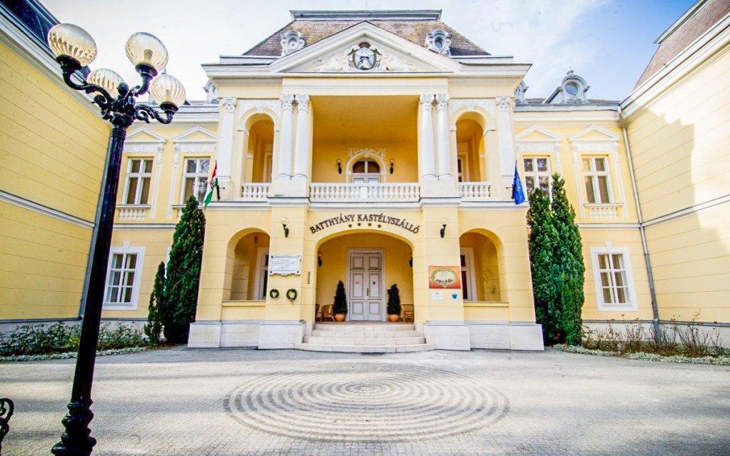 Maďarsko: zámecký Batthyány Castle Hotel **** s polopenzí a termálním wellness