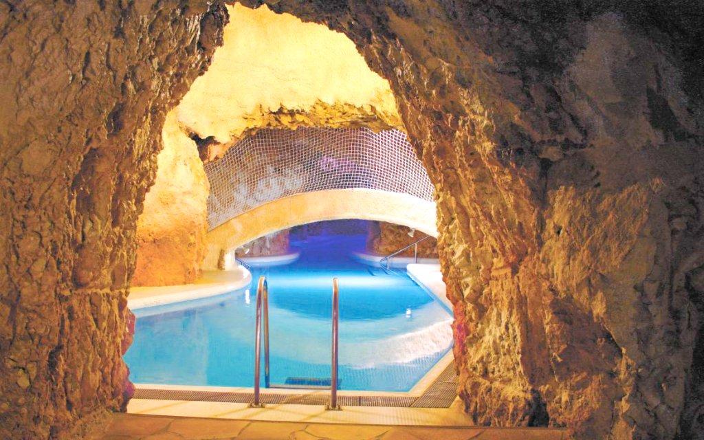 Miskolc Tapolca: Hotel Kikelet *** pouhých 500 m od jeskynních lázní + wellness