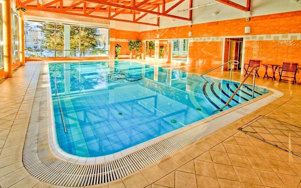 Mariánské Lázně: Hotel Krakonoš *** s bazénem, léčebnou procedurou a polopenzí